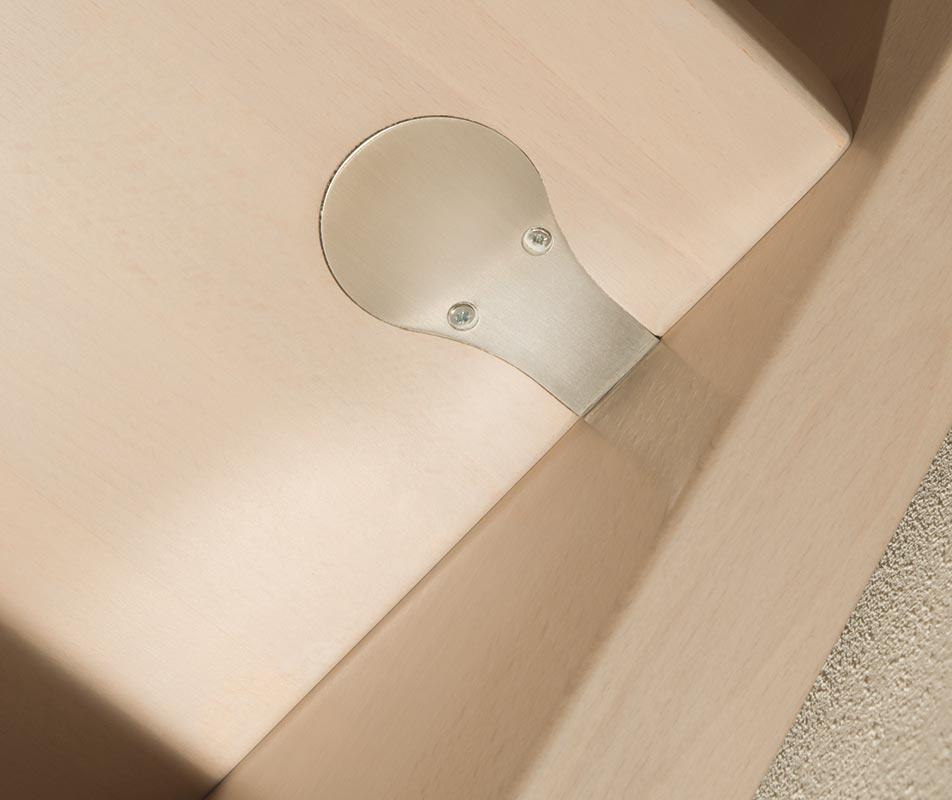particolare scalini in faggio finger-joint con ringhiera in acciaio inox