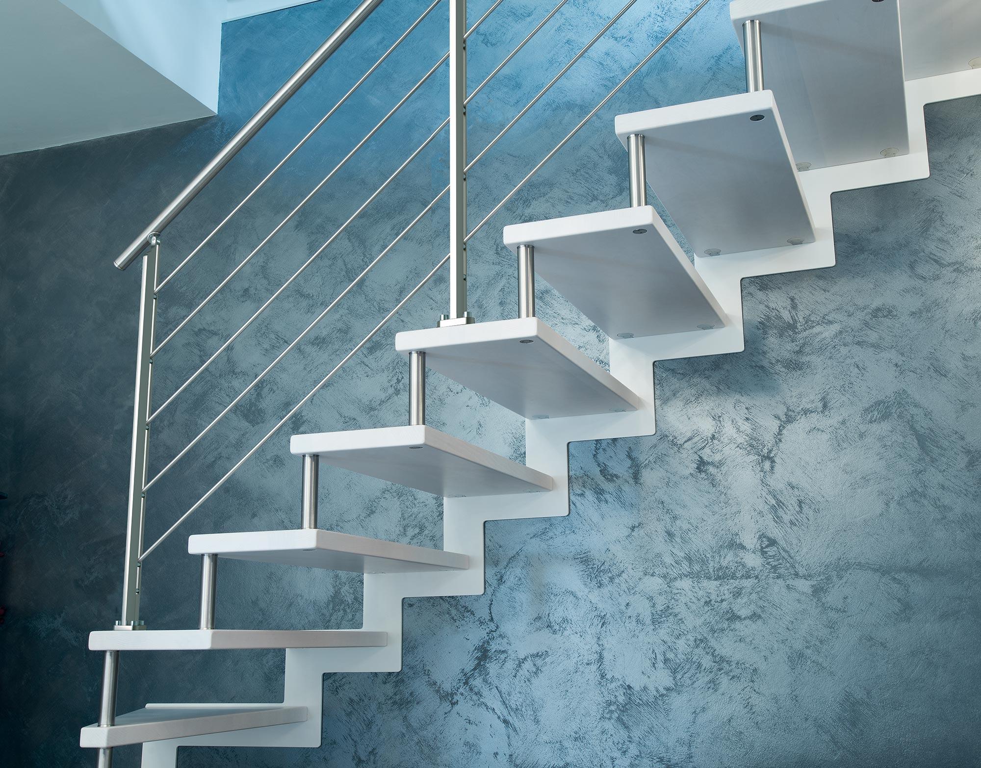 Marretti scale con scalini in faggio finger-joint colore Ral, ringhiera e corrimano in acciaio inox
