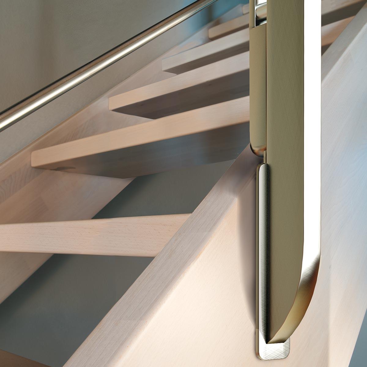 particolare scala marretti ringhiera in acciaio, scalini in faggio