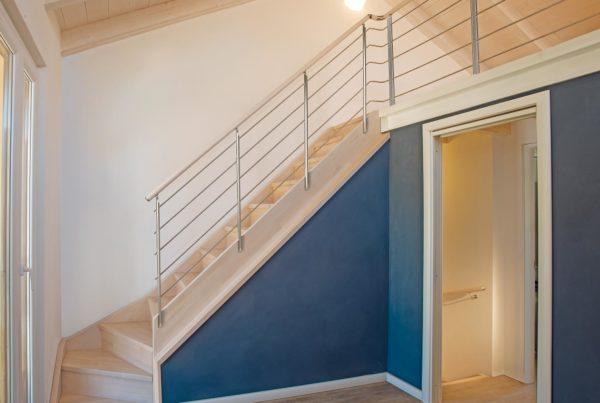 scala Marretti con scalini e sottogrado in faggio finger-joint