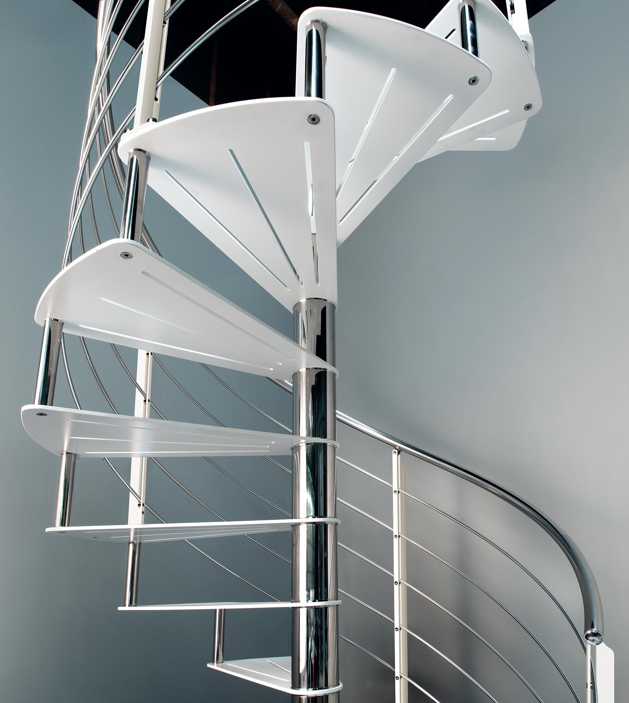 scala chiocciola con palo centrale e ringhiera in acciaio inox