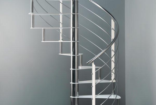 Scala Marretti a chiocciola con scalini e montanti in acciaio colore Ral