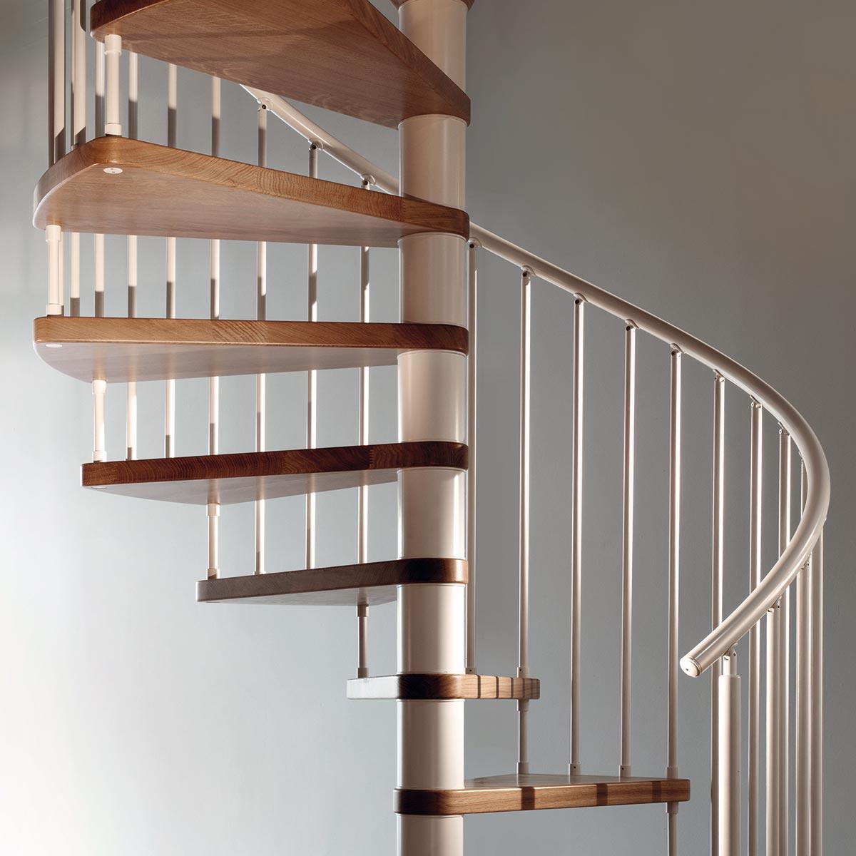Scala a chiocciola con scalini in legno massello di rovere